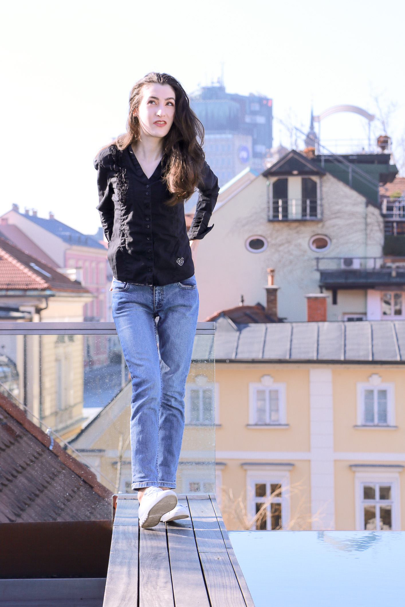 Fashion blogger Veronika Lipar of Brunette From Wall Street sharing how to wear mom jeans