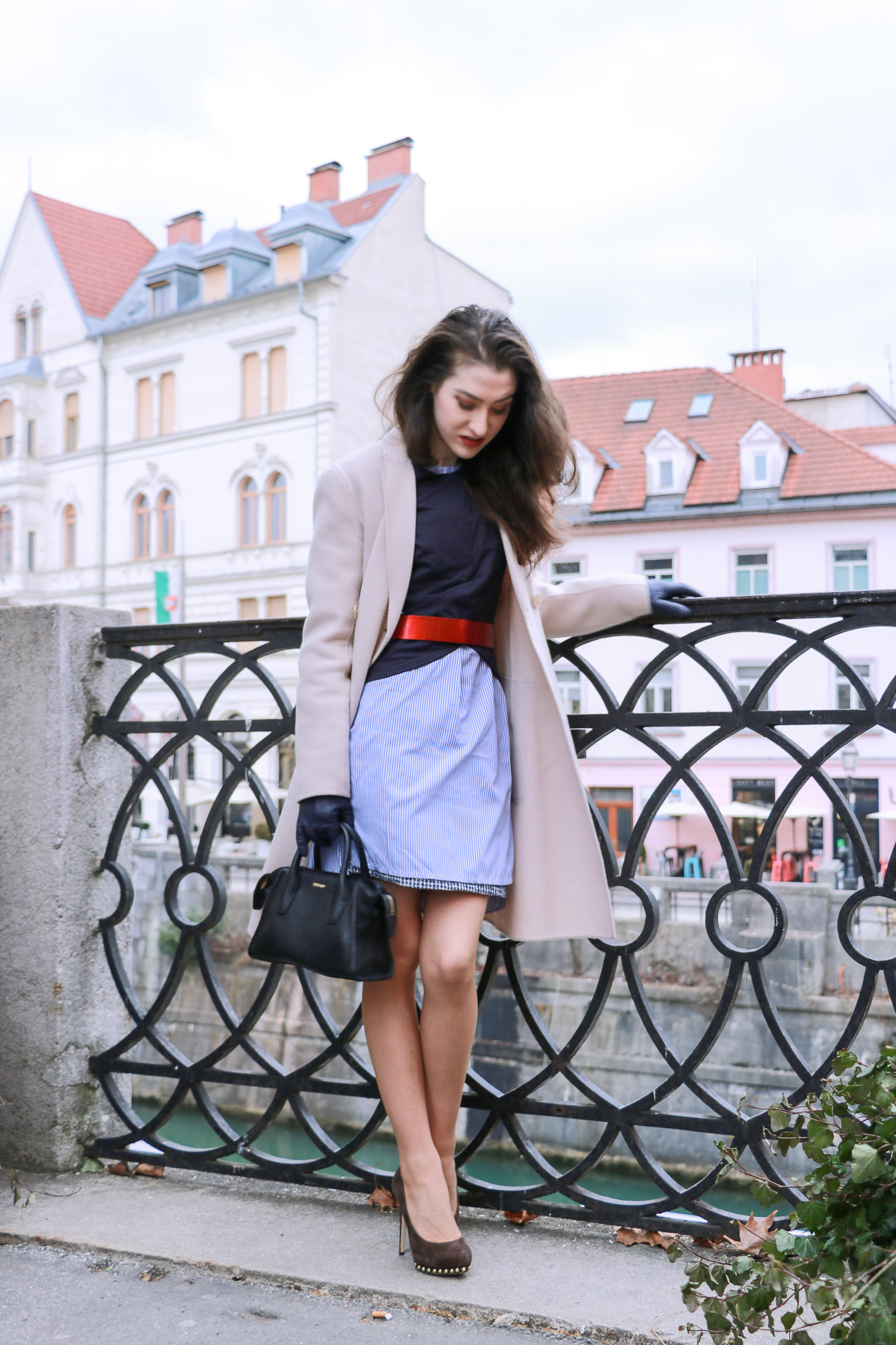 Fashion Blogger Veronika Lipar of Brunette from Wall Street sharing how to style his shirt
