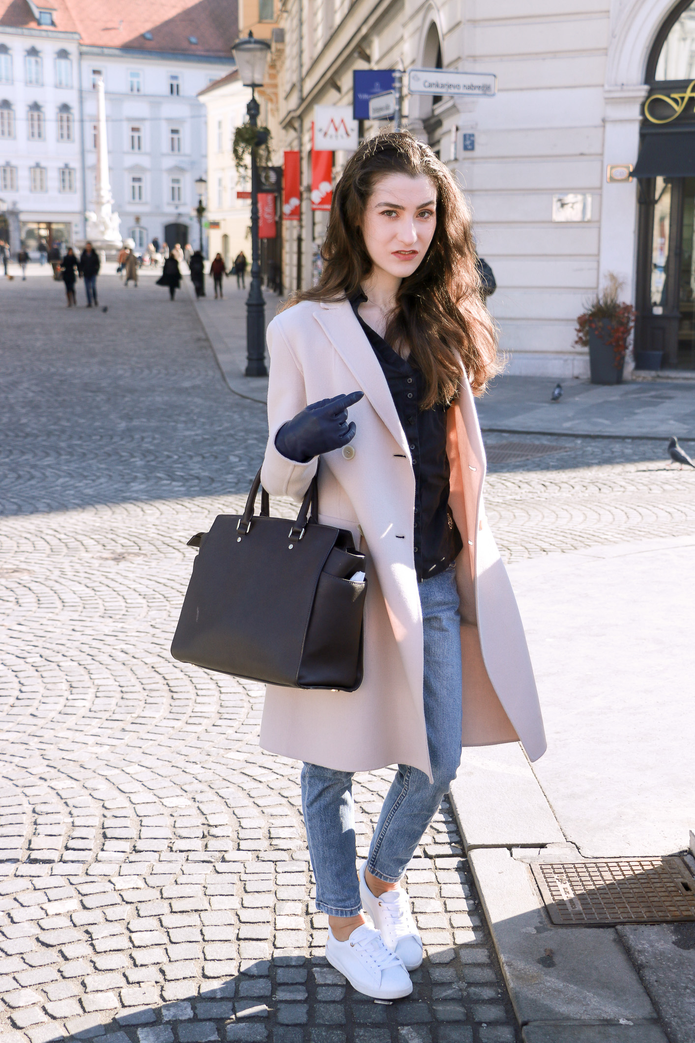 Fashion blogger Veronika Lipar of Brunette From Wall Street sharing what to wear this weekend in the city
