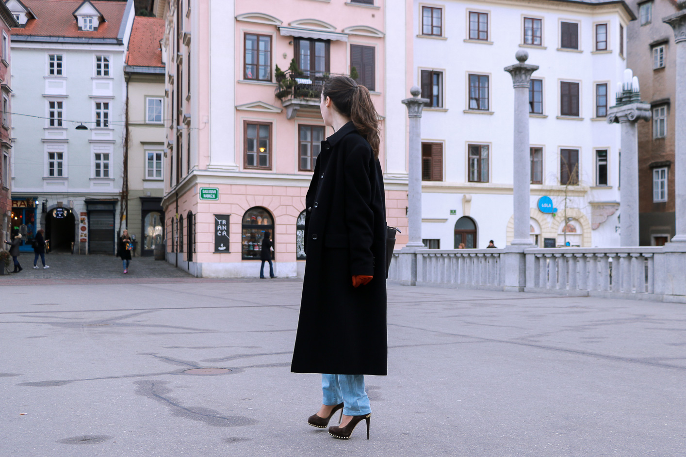 Fashion blogger Veronika Lipar of Brunette From Wall Street sharing how to style blue ripped jeans for a chic Outfit