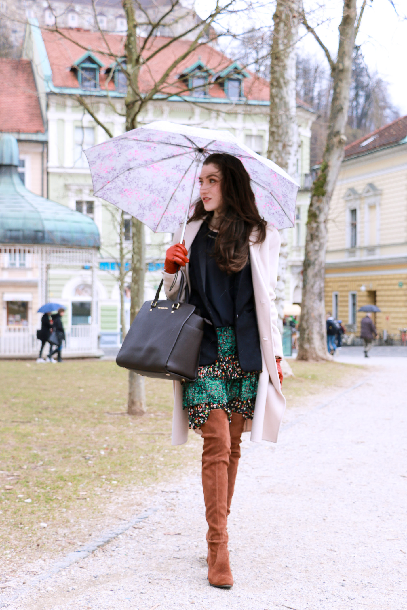 Fashion blogger Veronika Lipar of Brunette From Wall Street sharing how to wear bohemian skirt with ruffles in the city
