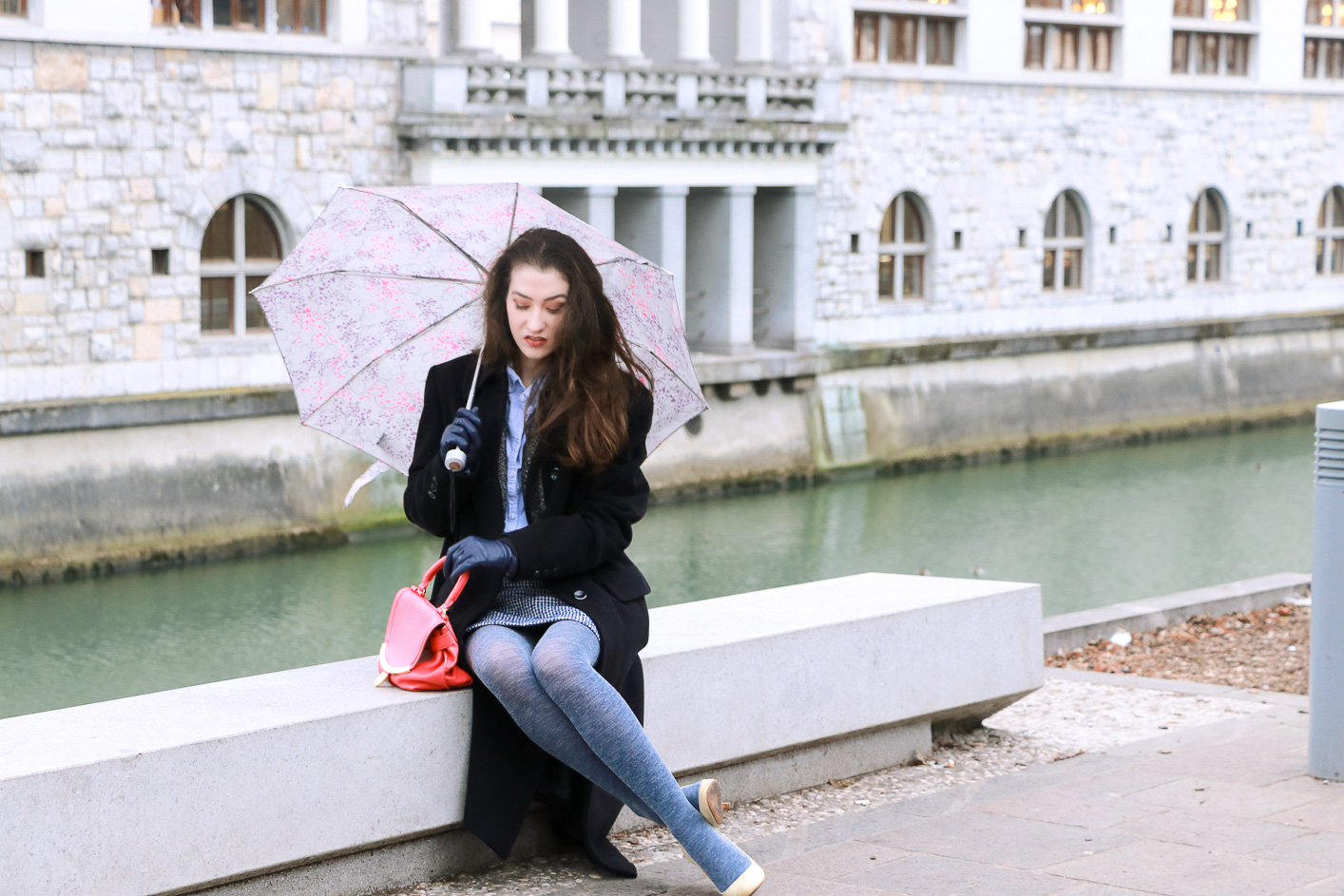 Fashion blogger Veronika Lipar of Brunette From Wall Street sharing what to wear to the date