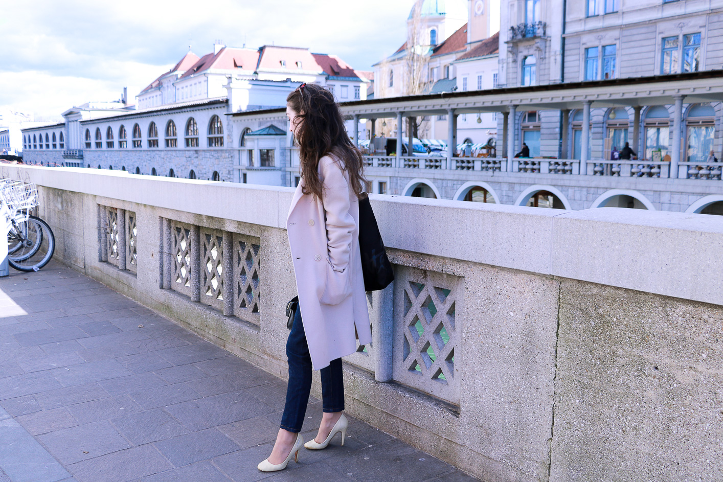 Fashion blogger Veronika Lipar of Brunette From Wall Street sharing how to style ugly dark mom jeans