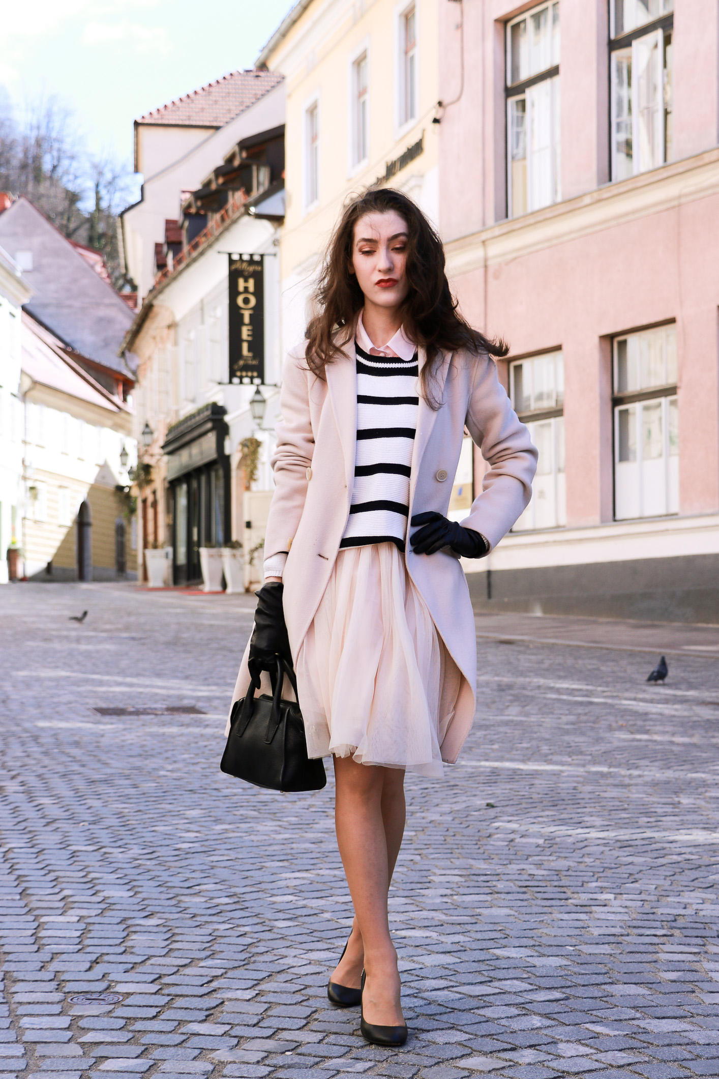 Fashion blogger Veronika Lipar of Brunette From Wall Street sharing how to style tulle midi skirt