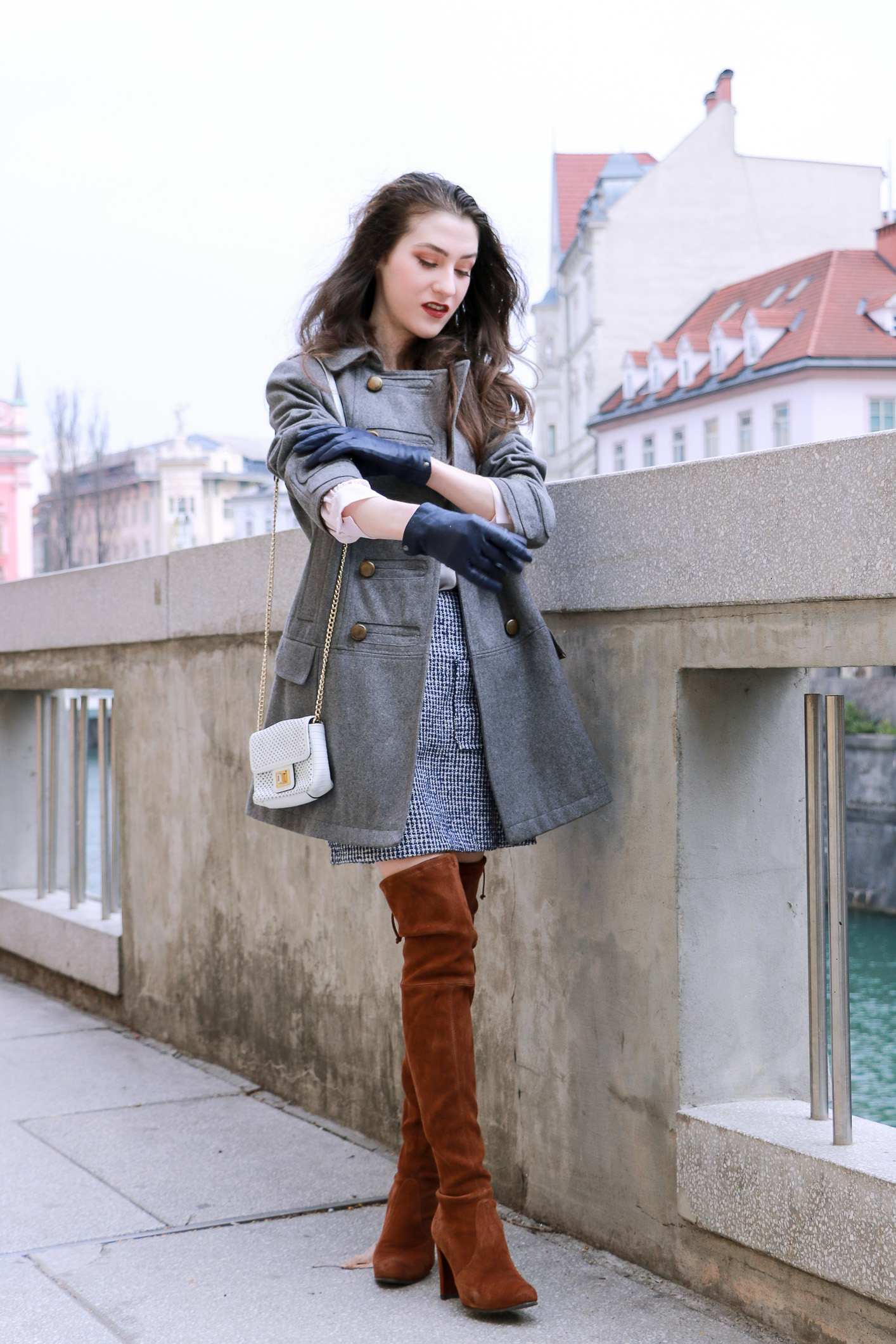 Veronika Lipar Fashion Blogger of Brunette from Wall Street rolling up her sleeves