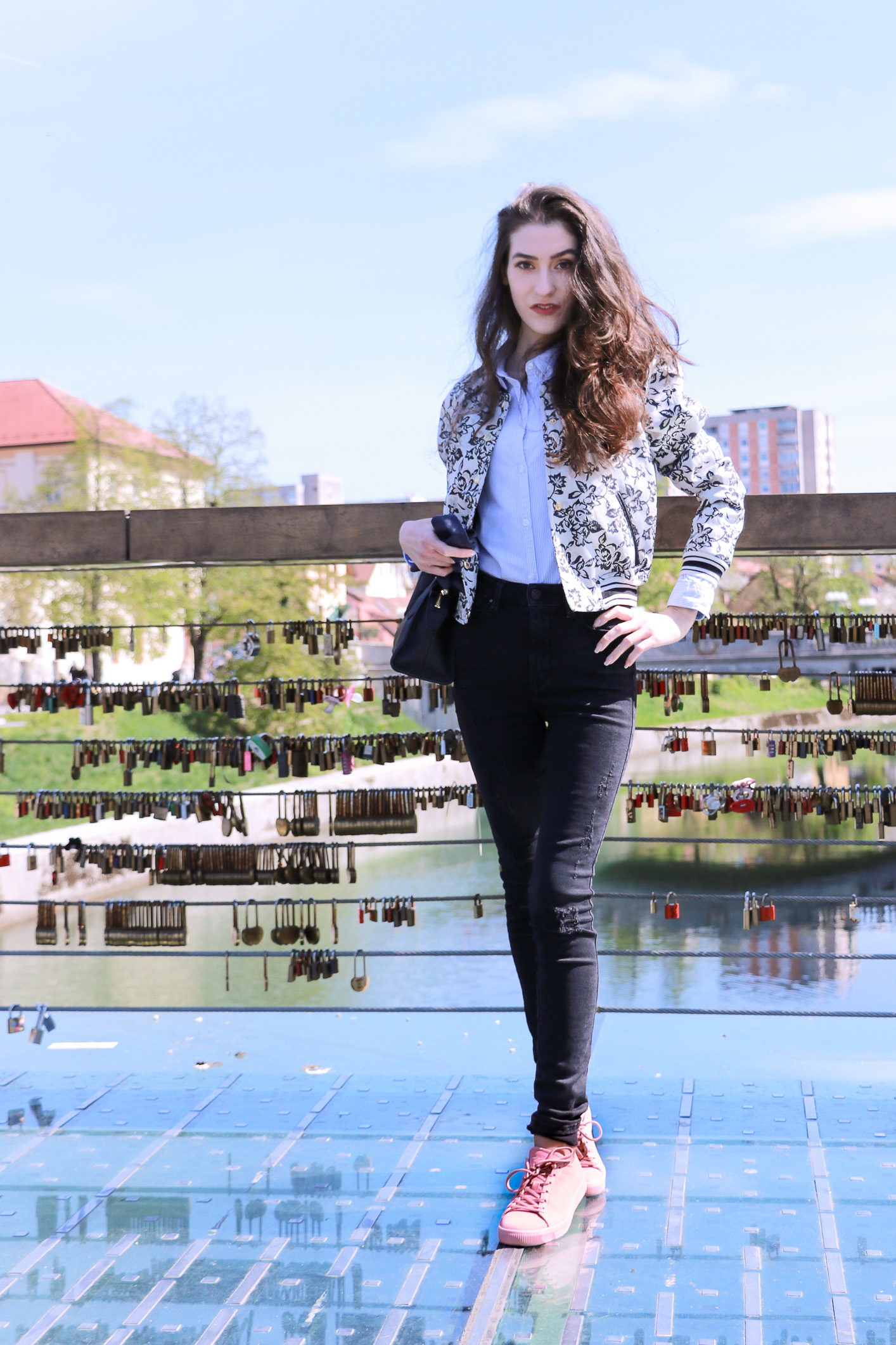 Fashion blogger Veronika Lipar of Brunette From Wall Street sharing how to style dusty pink sneakers for the weekend