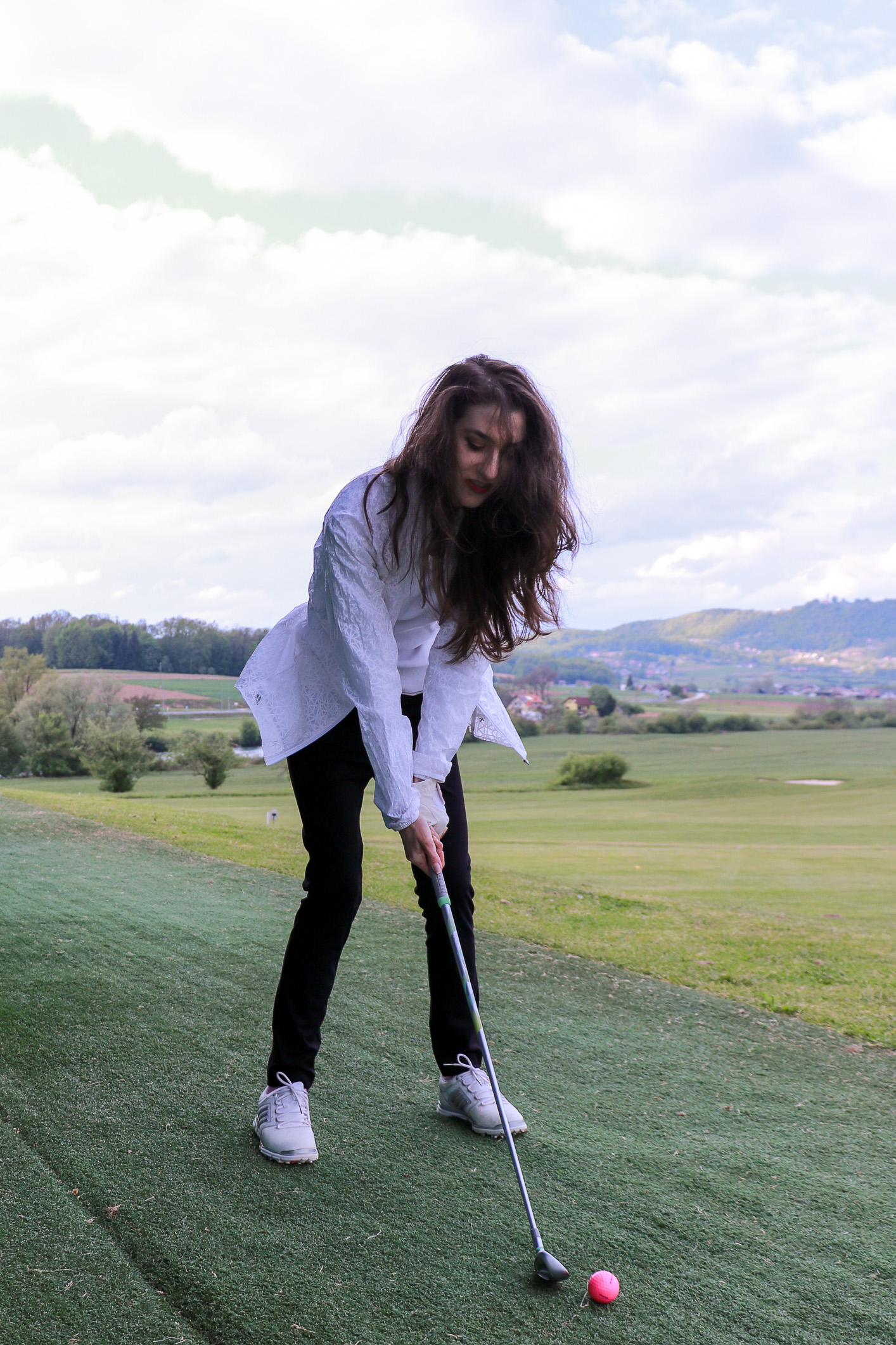 Fashion blogger Veronika Lipar of Brunette From Wall Street sharing how to swing in style on the golf course this year