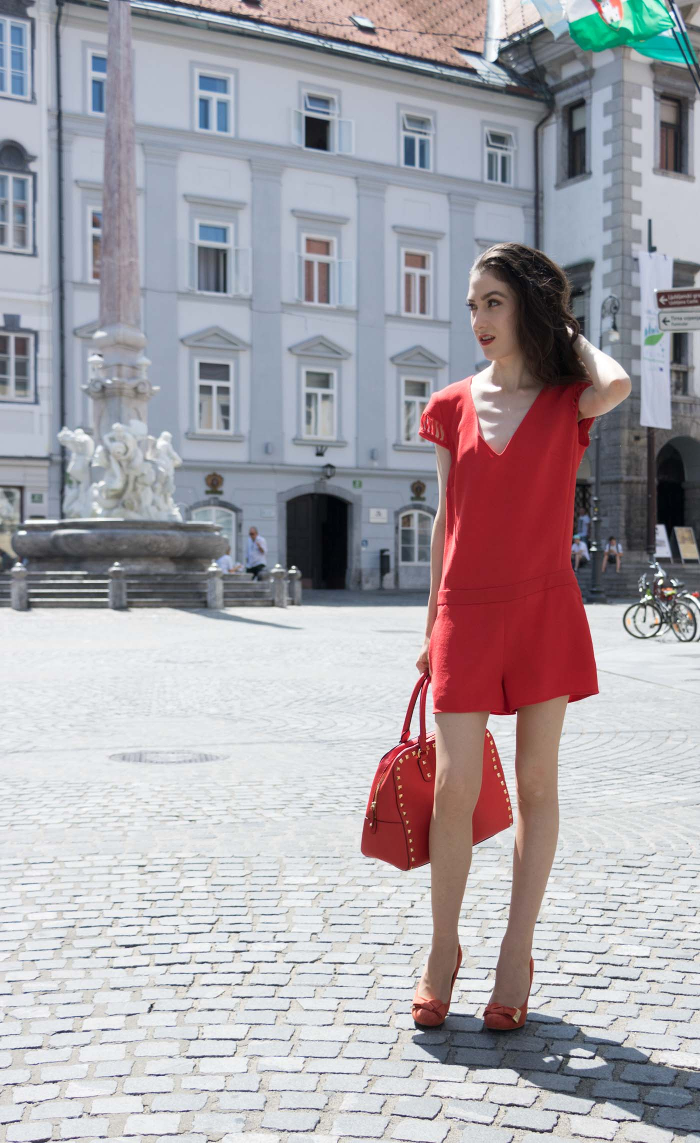 Fashion Blogger Veronika Lipar of Brunette from Wall Street on how to wear red - Fashion Trends 2017