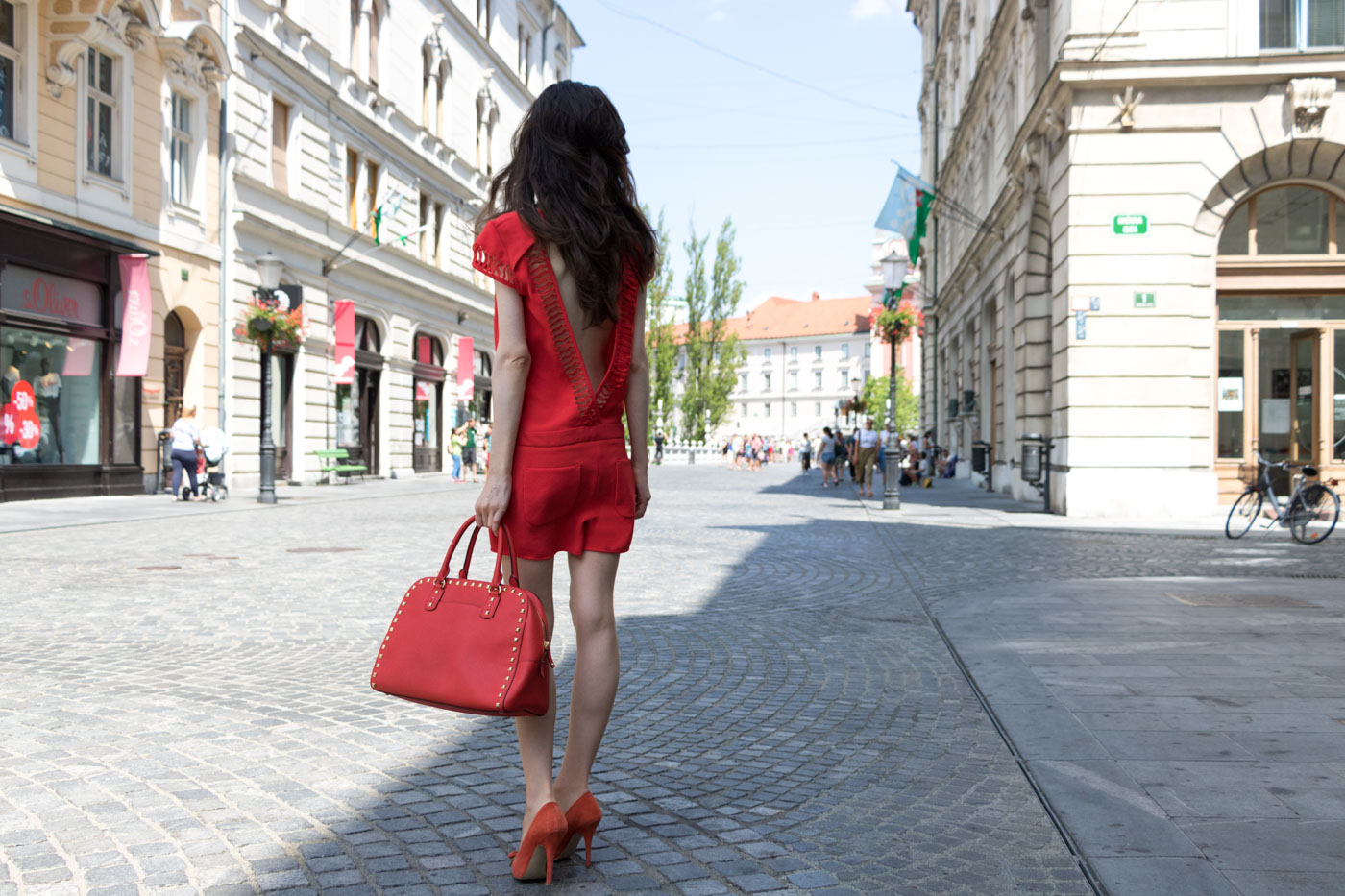Fashion Blogger Veronika Lipar of Brunette from Wall Street pulling of the red fashion trend
