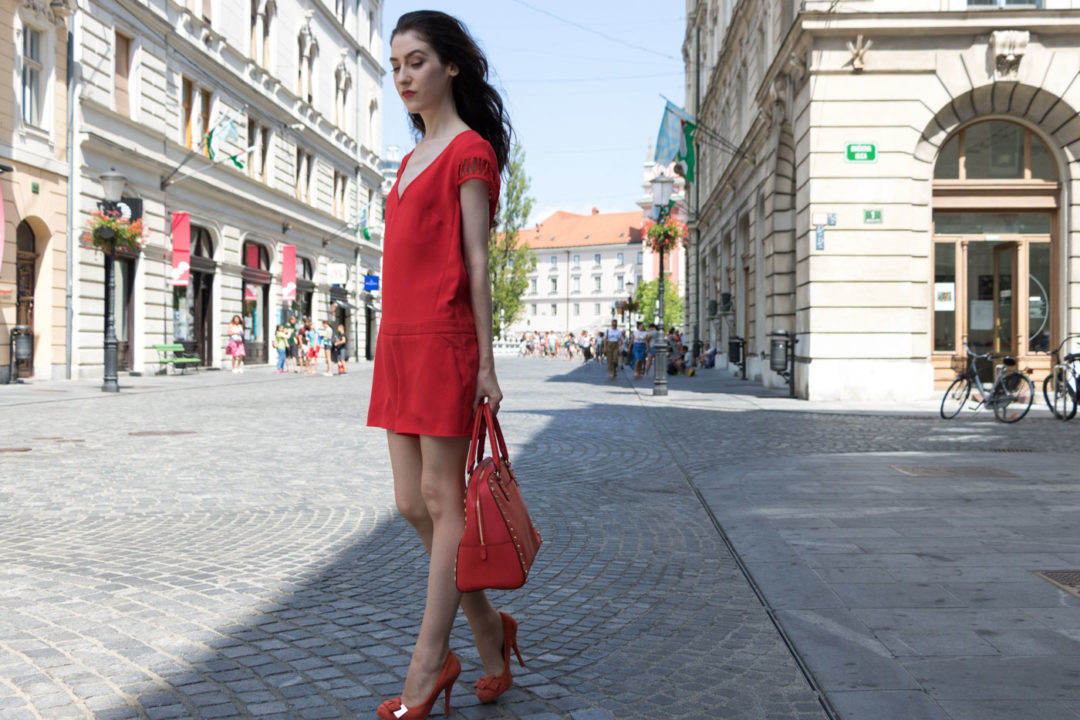Fashion Blogger Veronika Lipar of Brunette from Wall Street wearing all over red