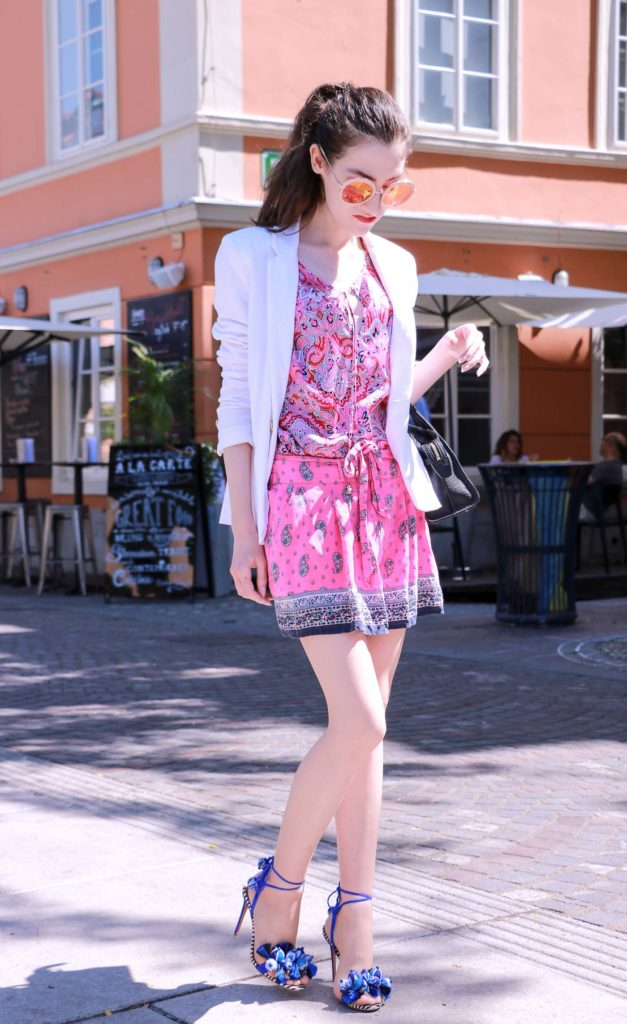 Fashion Blogger Veronika Lipar of Brunette from Wall Street in her chic summer outfit