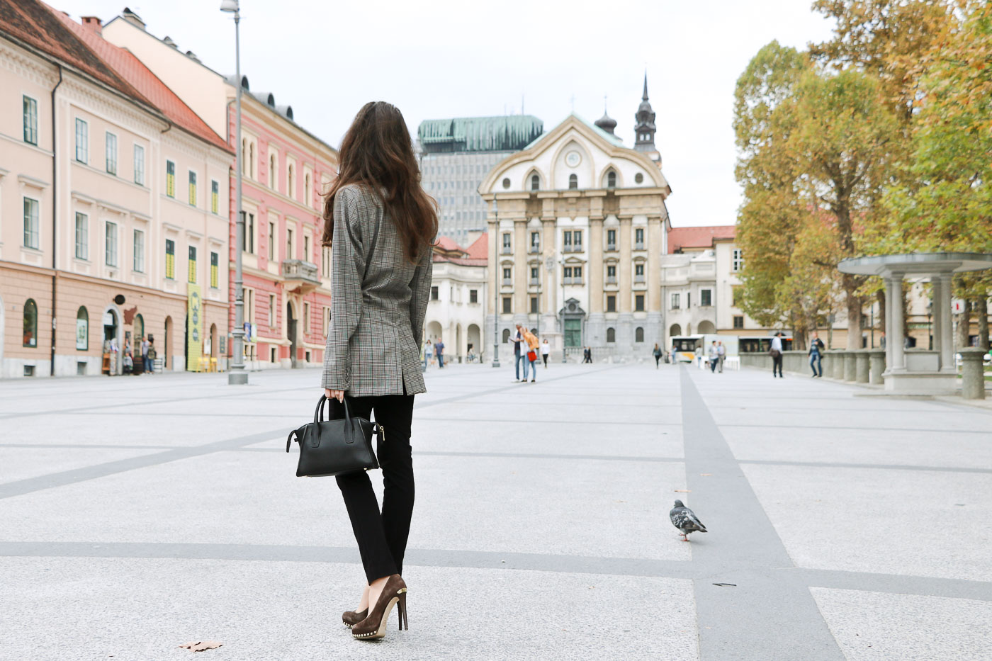 Fashion Blogger Veronika Lipar of Brunette from Wall Street wearing chic business outfit