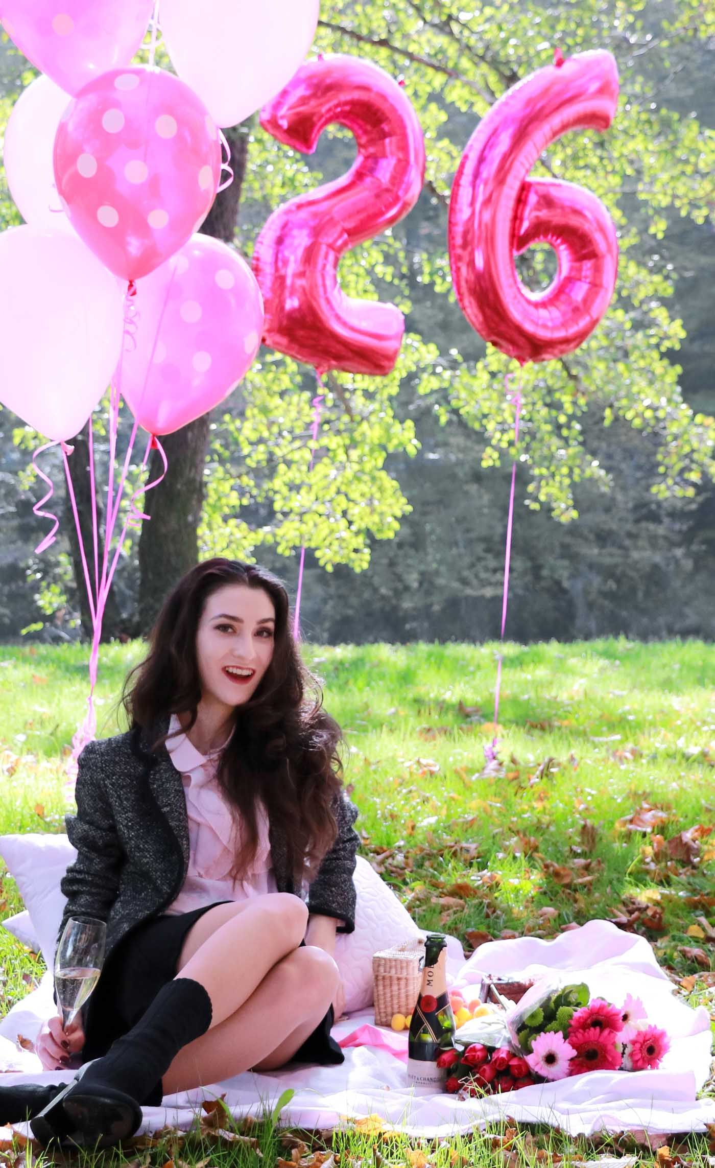 20-something Fashion Blogger Veronika Lipar of Brunette from Wall Street celebrating her birthday on a fall picnic
