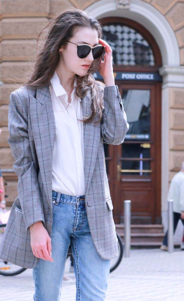 Fashion Blogger Veronika Lipar of Brunette from Wall Street sharing how to style oversized checked boyfriend blazer and mom jeans this fall