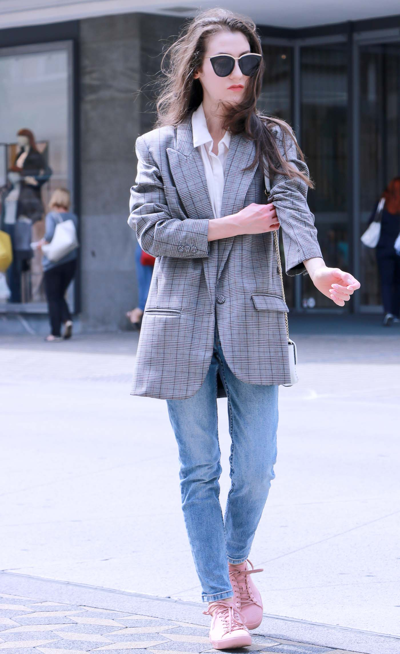 Fashion Blogger Veronika Lipar of Brunette from Wall Street sharing what to wear to the city this fall