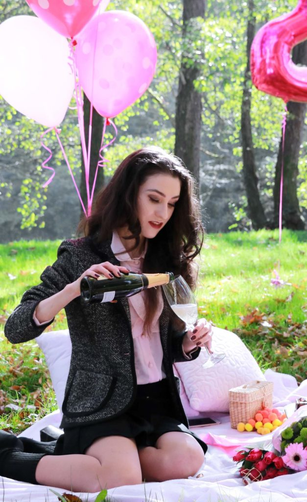 20-something Fashion Blogger Veronika Lipar of Brunette from Wall Street celebrating her birthday on an autumnal picnic