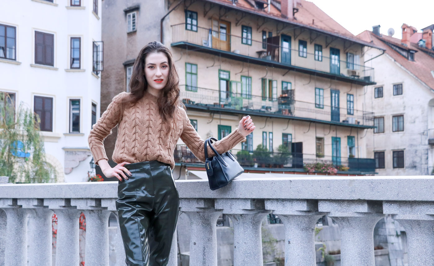 Fashion Blogger Veronika Lipar of Brunette from Wall Street wearing chic autumn outfit