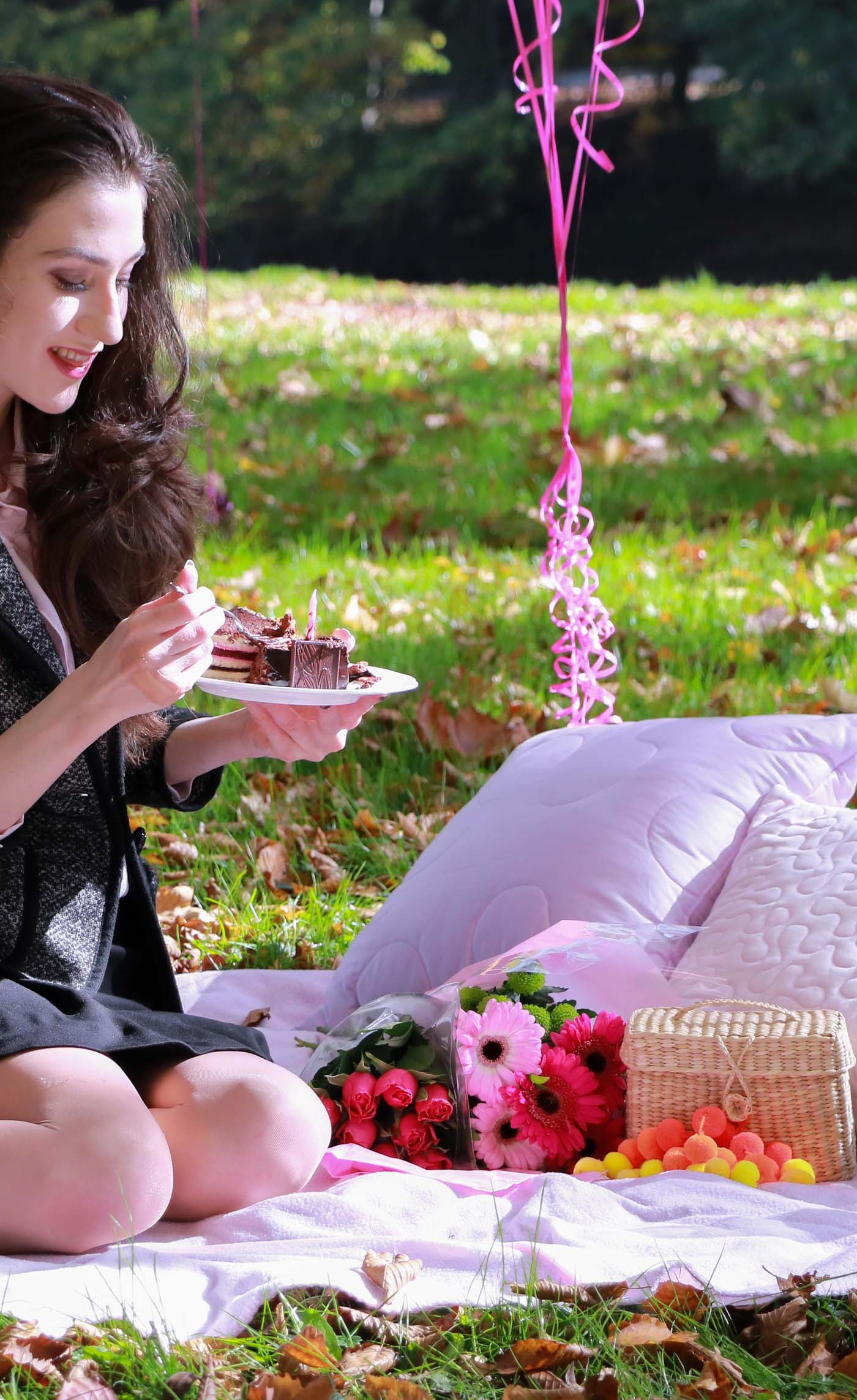 Fashion Blogger Veronika Lipar of Brunette from Wall Street eating a chocolate cake on her birthday picnic