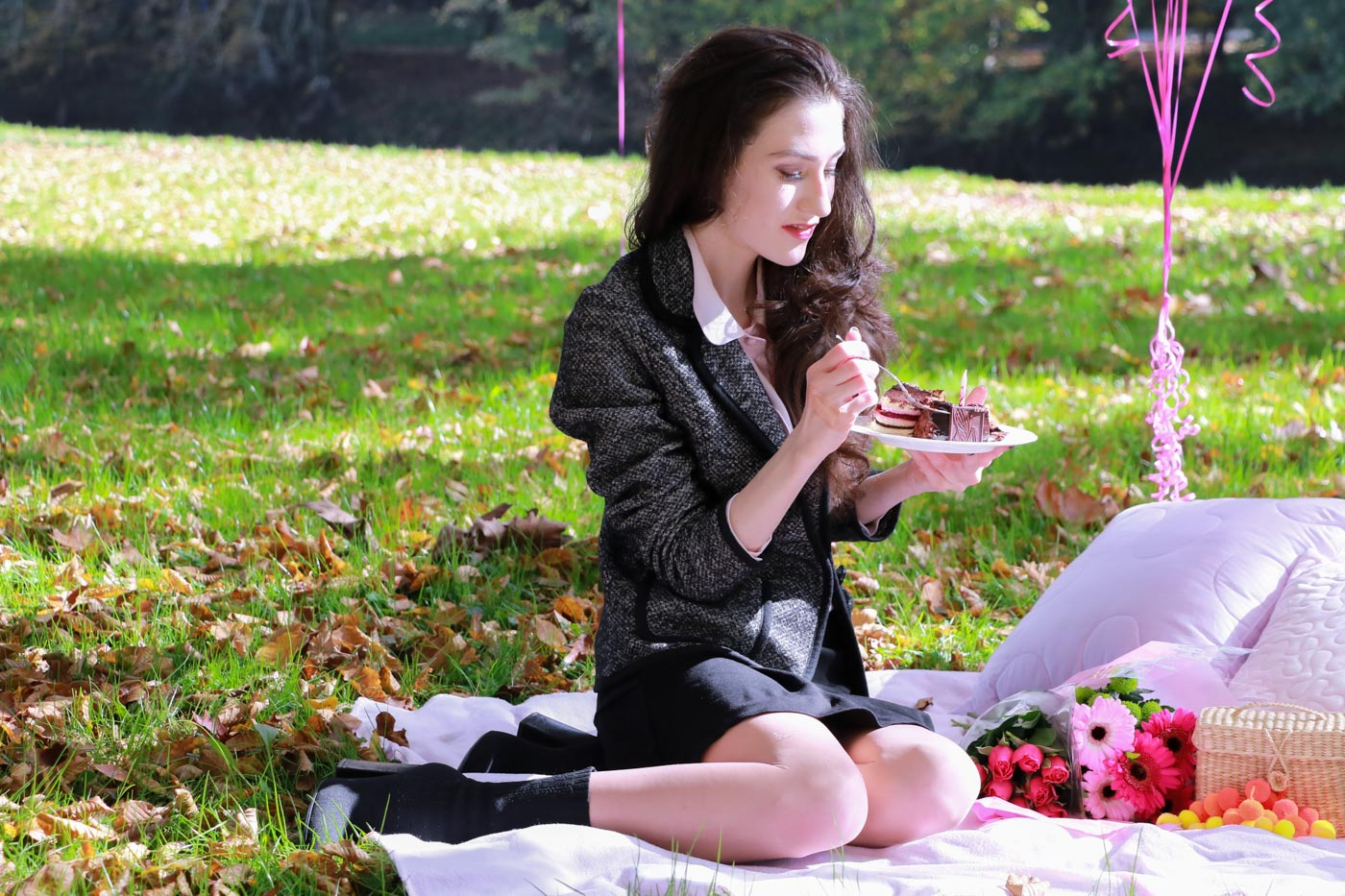 Fashion Blogger Veronika Lipar of Brunette from Wall Street eating her birthday cake and drinking champagne