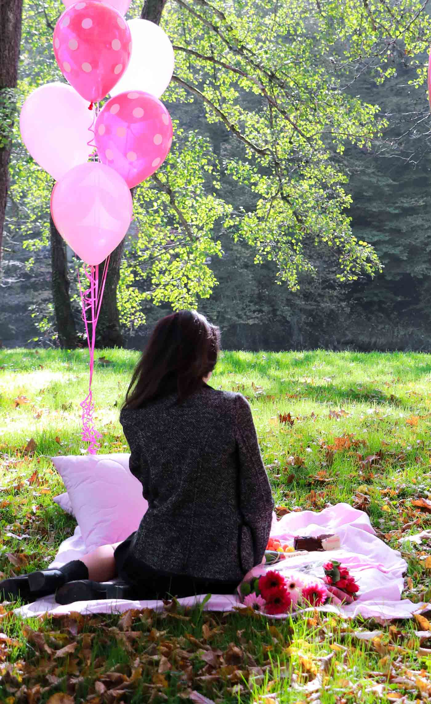Fashion Blogger Veronika Lipar of Brunette from Wall Street celebrating her birthday on the October picnic