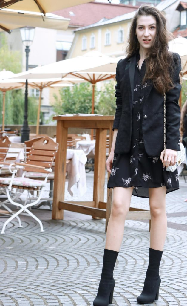 Fashion Blogger Veronika Lipar of Brunette from Wall wearing chic Friday outfit