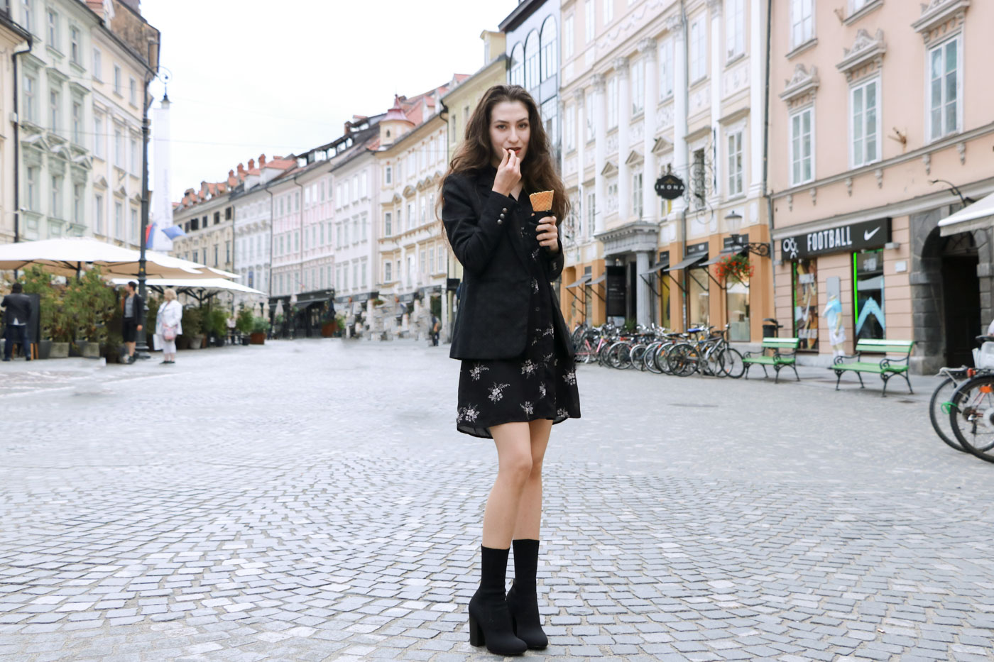 Fashion Blogger Veronika Lipar of Brunette from Wall dressed in chic Friday outfit