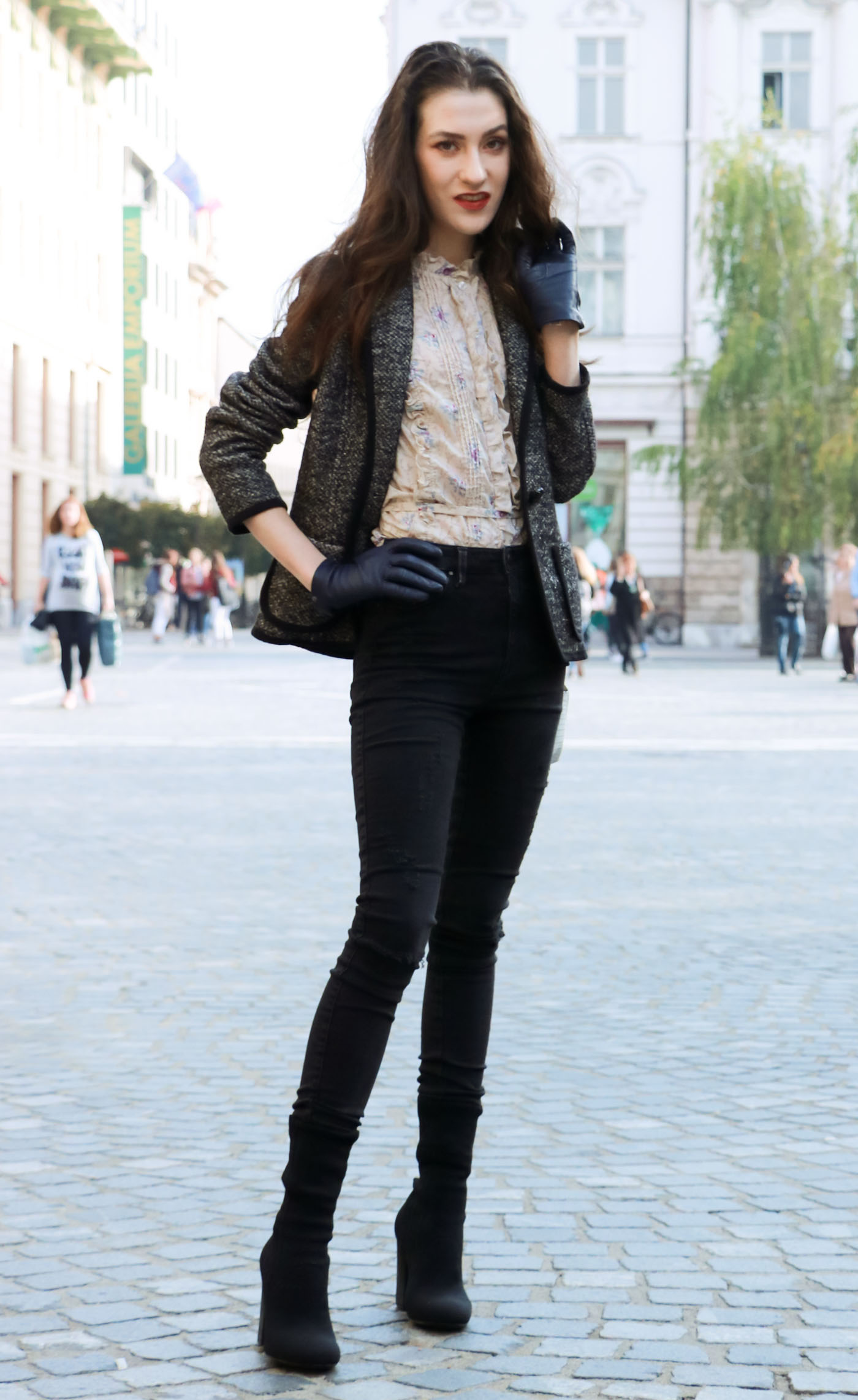 Fashion Blogger Veronika Lipar of Brunette from Wall wearing black skinny jeans, black sock ankle booties and Victorian blouse under tweed black and white blazer