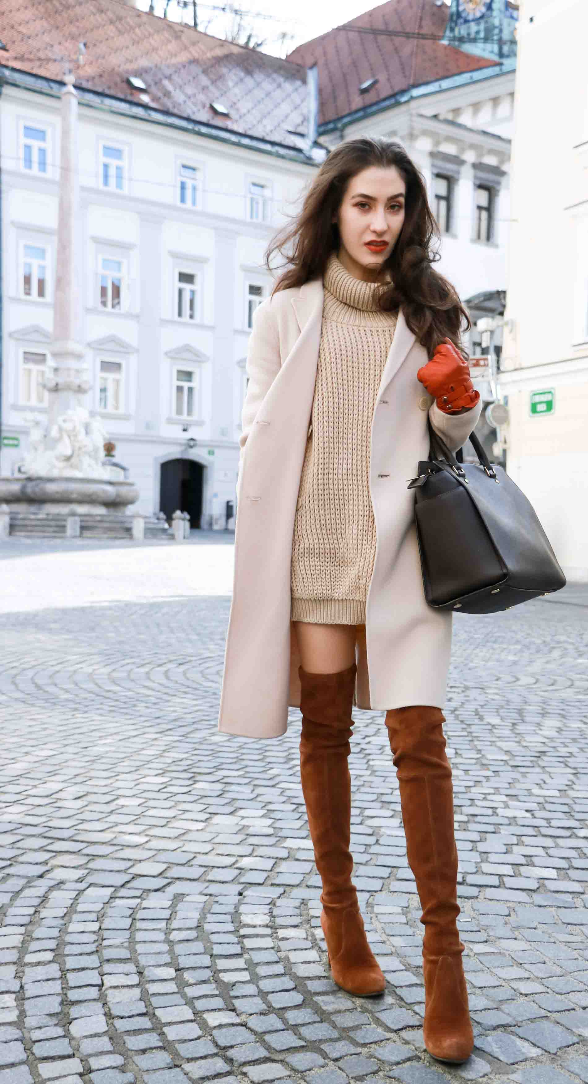 Fashion Blogger Veronika Lipar of Brunette from Wall wearing outfit that is always in fashion