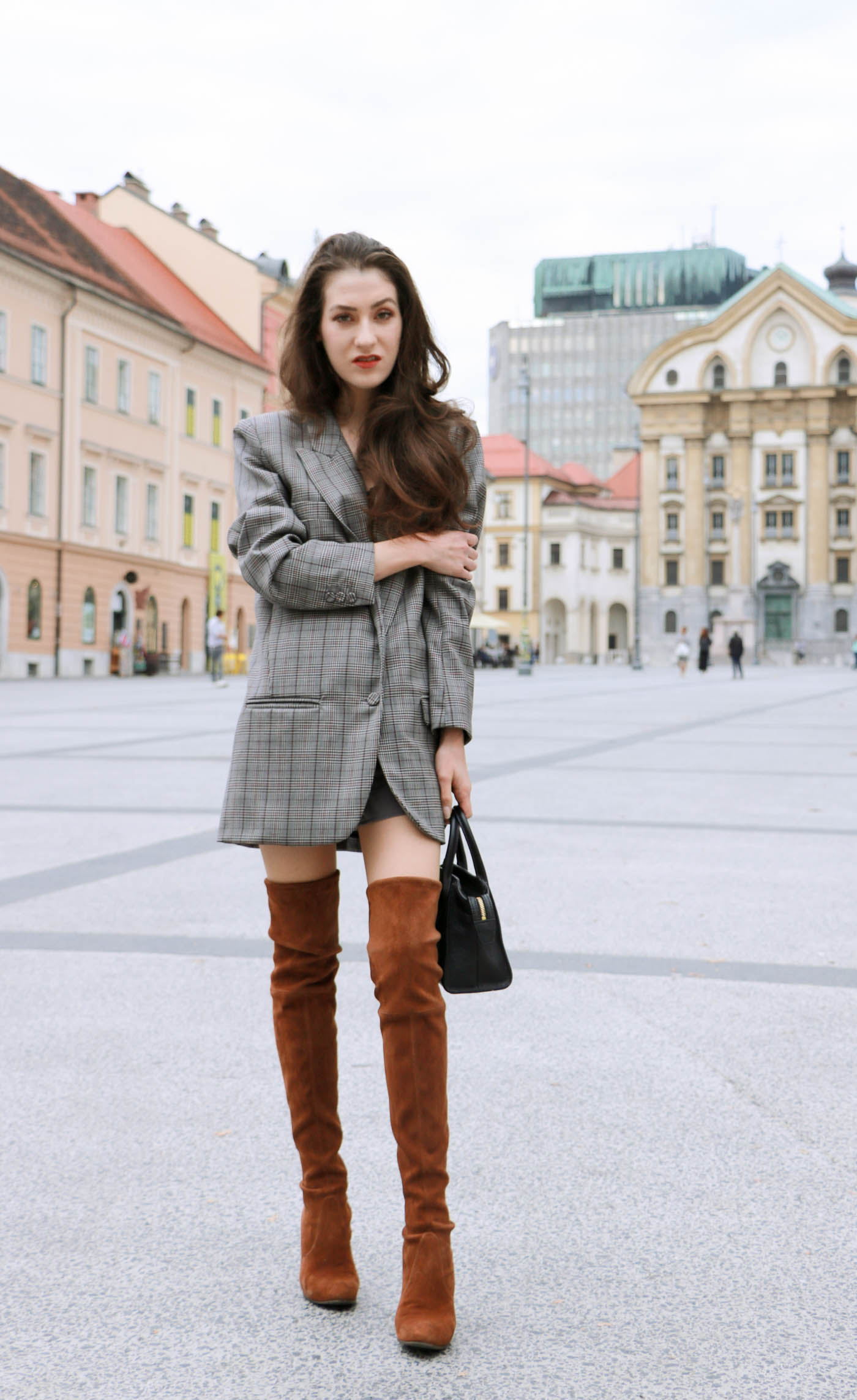 Fashion Blogger Veronika Lipar of Brunette from Wall on how to wear brown Stuart Weitzman otk boots this fall