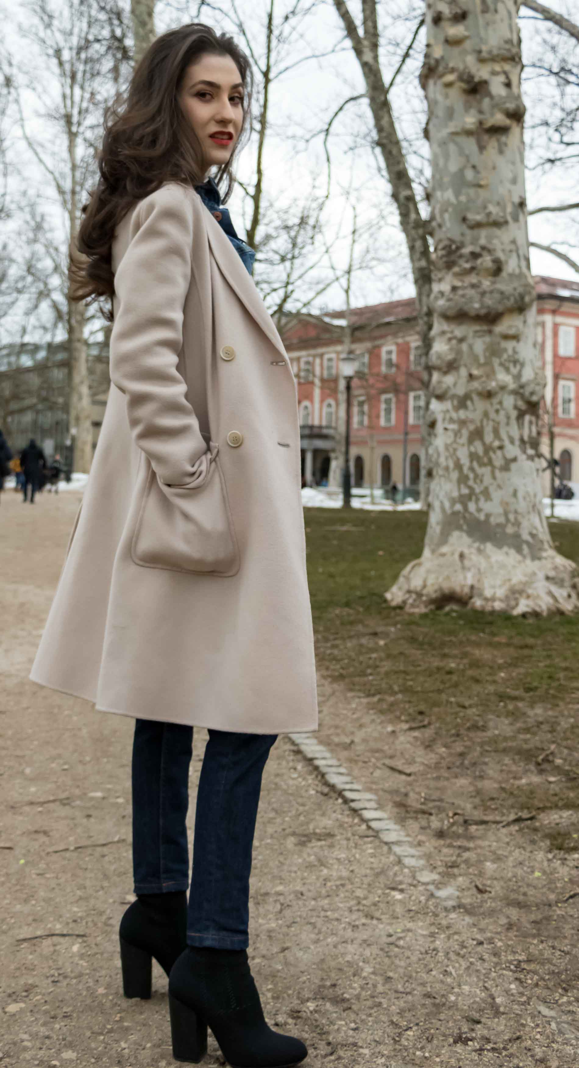 Fashion Blogger Veronika Lipar of Brunette from Wall Street wearing chic tapered straight-leg dark blue denim jeans from A.P.C., pastel pink, off-white double breasted Weekend Maxmara coat, black top handle bag, blue leather gloves and black sock ankle boots from Elena Iachi on the last days of winter