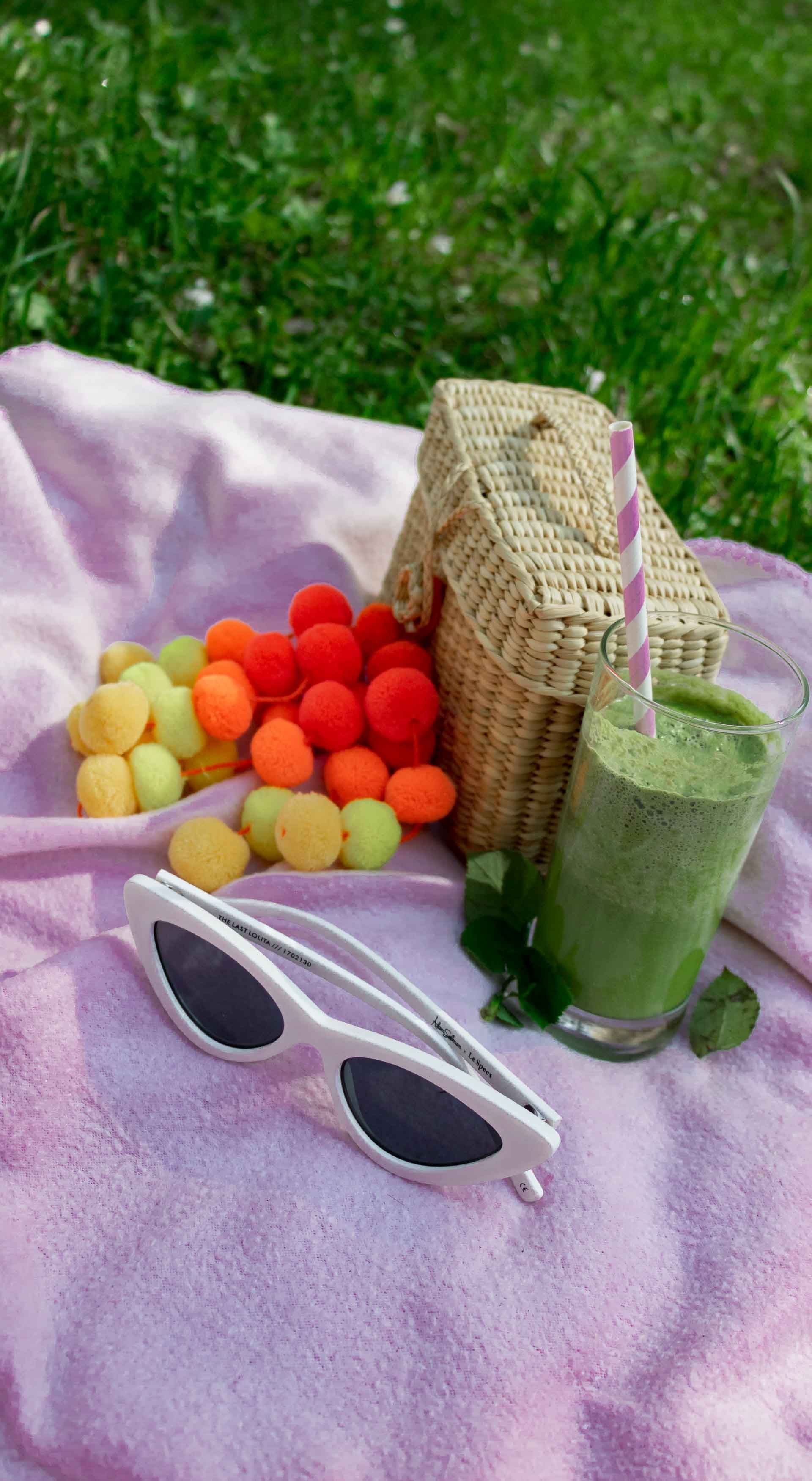 Spring picnic Nannacay basket bag white Le Specs sunglasses green smoothie