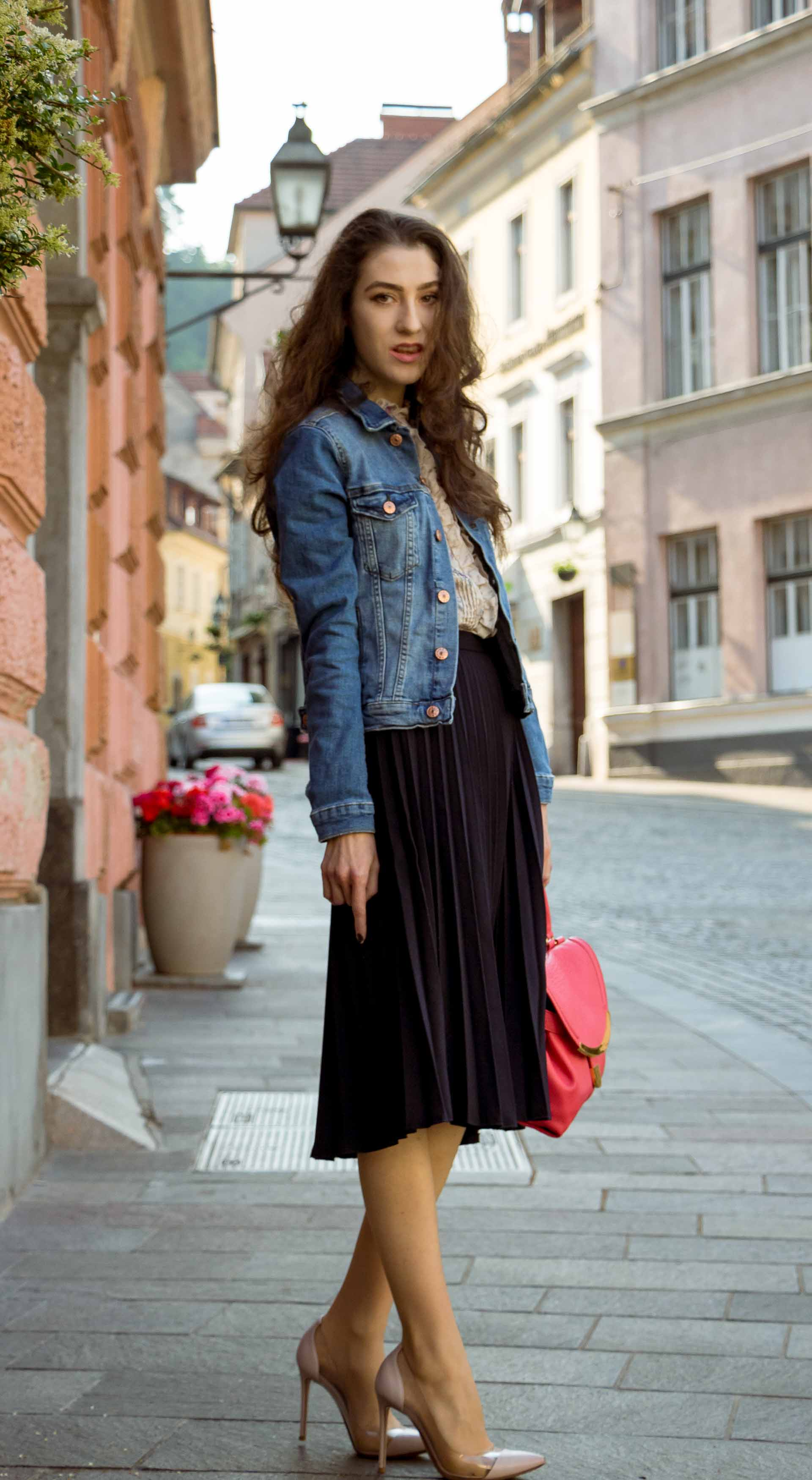Veronika Lipar Fashion Blogger of Brunette from Wall Street dressed in H&M denim jacket, floral blouse, midi pleated skirt, Gianvito Rossi plexi pumps, pink top handle bag for brunch