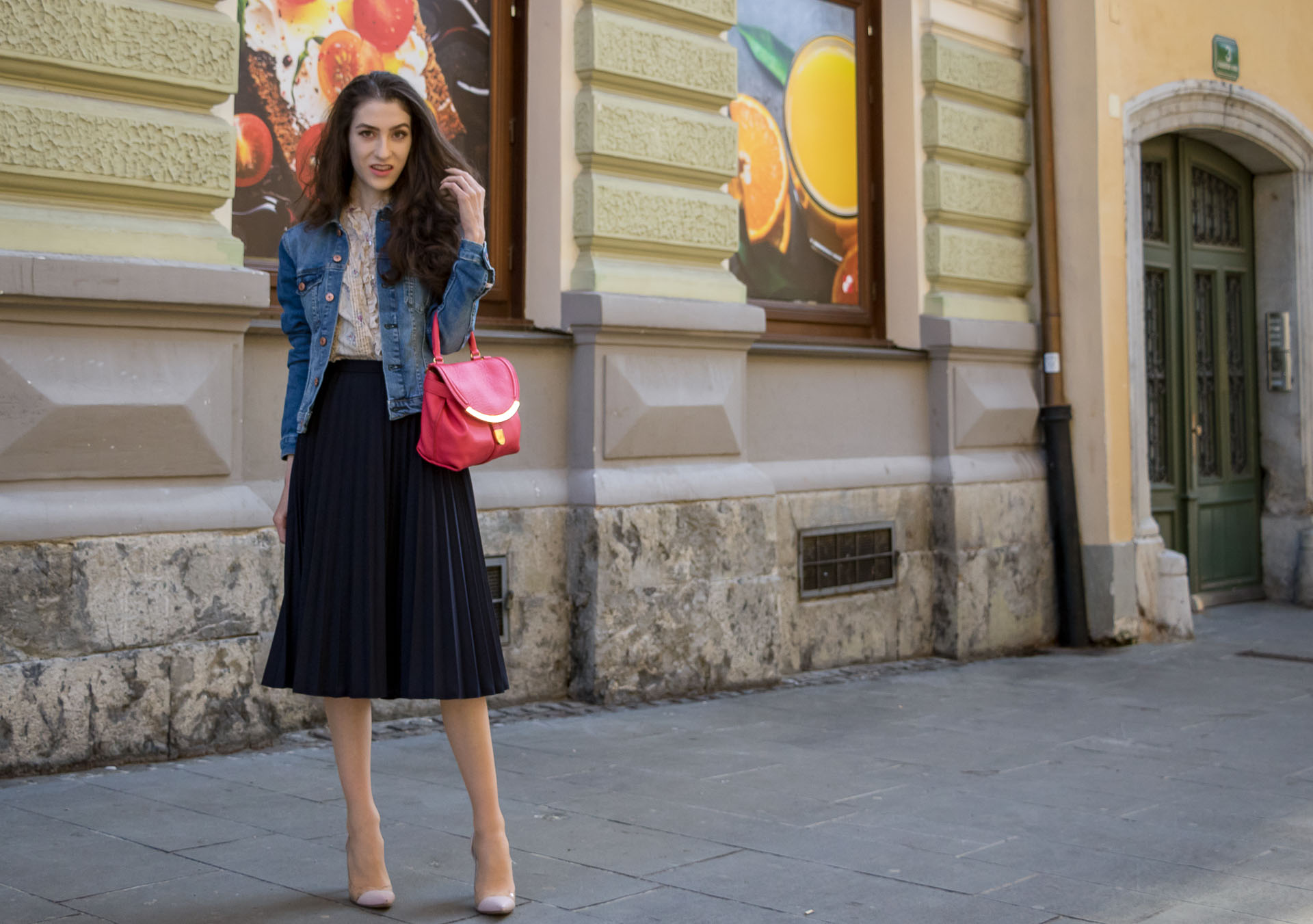 Veronika Lipar Fashion Blogger of Brunette from Wall Street wearing H&M denim jacket, floral blouse, midi pleated skirt, Gianvito Rossi plexi pumps, pink top handle bag looking chic and casual