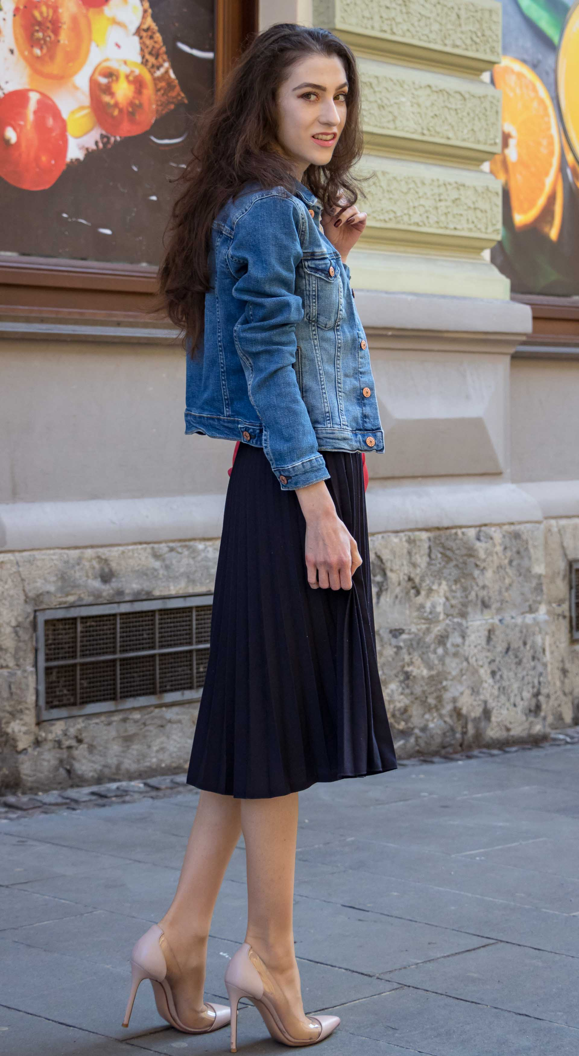 Veronika Lipar Fashion Blogger of Brunette from Wall Street dressed in H&M denim jacket, floral blouse, midi pleated skirt, Gianvito Rossi plexi pumps, pink top handle bag on cold summer morning before going to brunch with friends