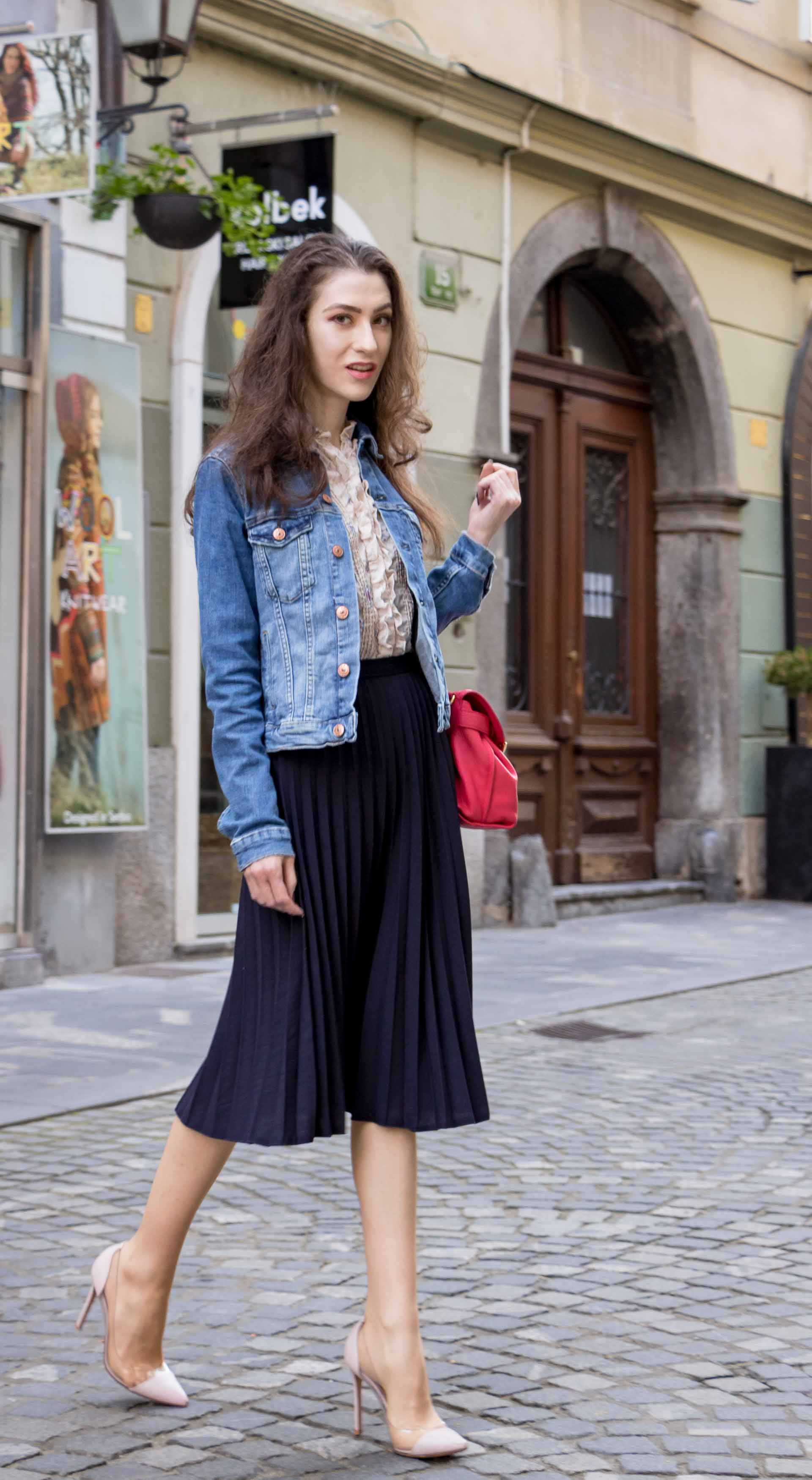 bc57cb0718ef Veronika Lipar Fashion Blogger of Brunette from Wall Street wearing H&M  denim jacket, floral blouse ...