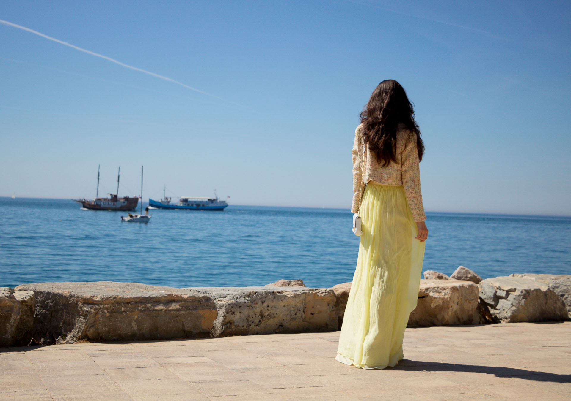 Veronika Lipar Fashion Blogger of Brunette from Wall Street wearing maxi yellow tulle skirt from Needle & Thread, short yellow tweed jacket from Storets, blush Gianvito Rossi plexi pumps, white shoulder bag by the sea