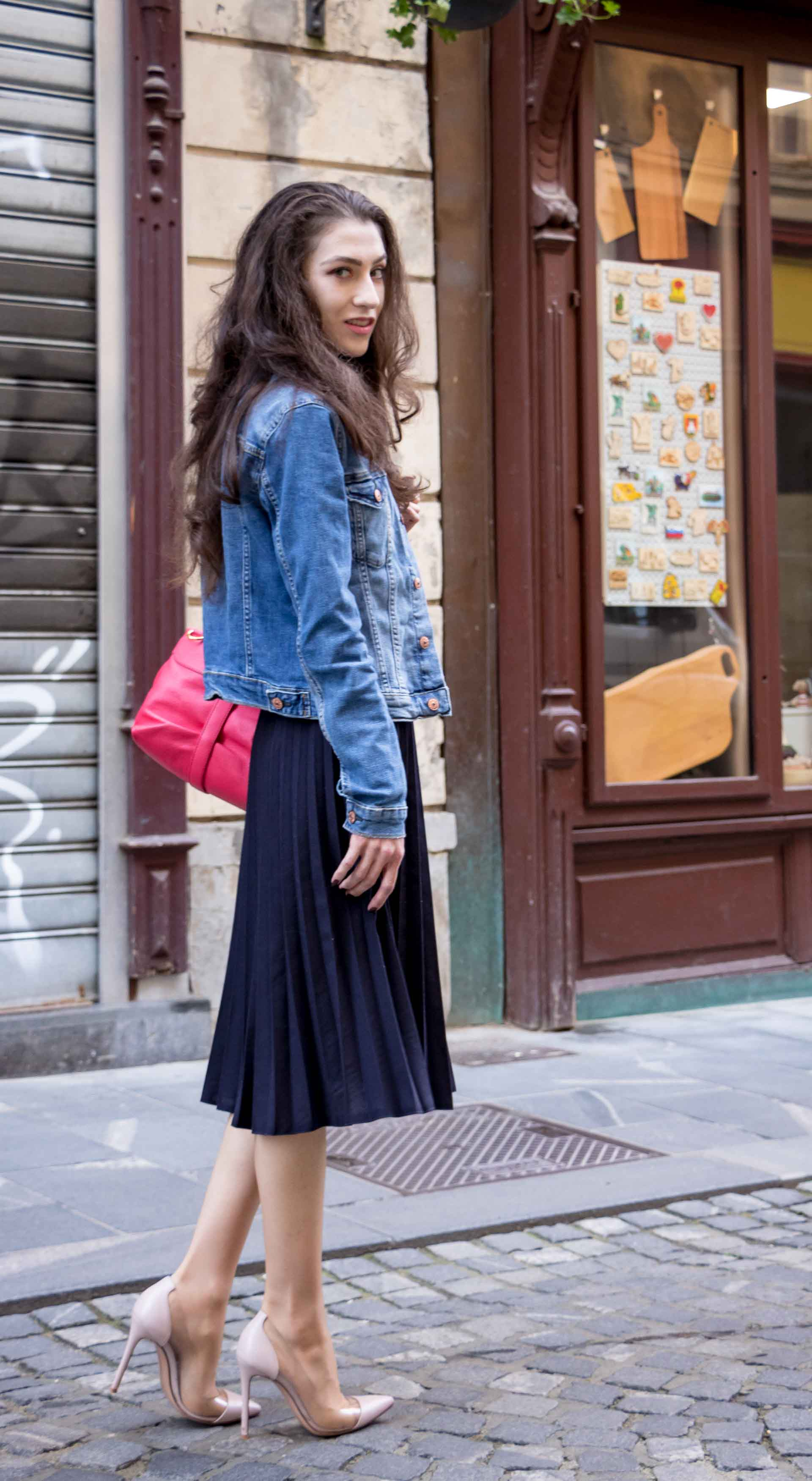 Veronika Lipar Fashion Blogger of Brunette from Wall Street wearing H&M denim jacket, floral blouse, midi pleated skirt, Gianvito Rossi plexi pumps, pink top handle bag looking cool and elegant