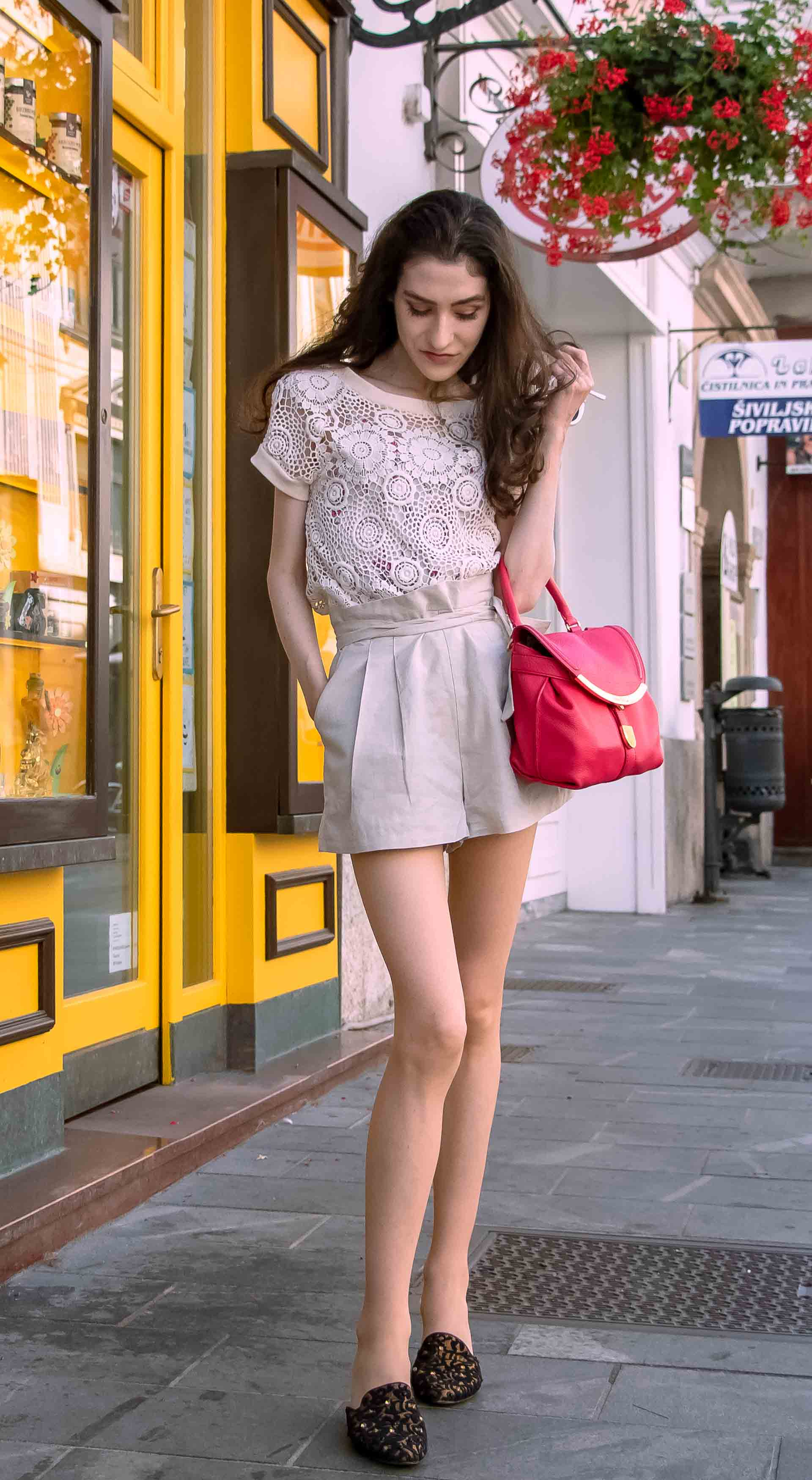 Fashionista wearing beige outfit on the street