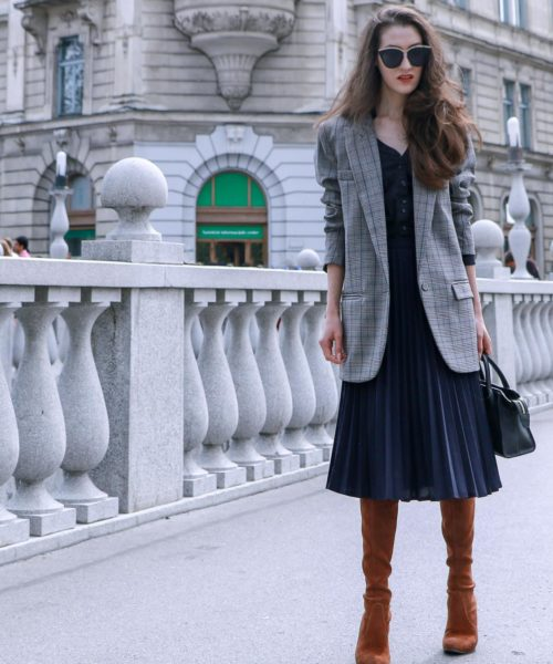 Beautiful Slovenian Fashion Blogger Veronika Lipar of Brunette from Wall Street wearing chic business professional outfit