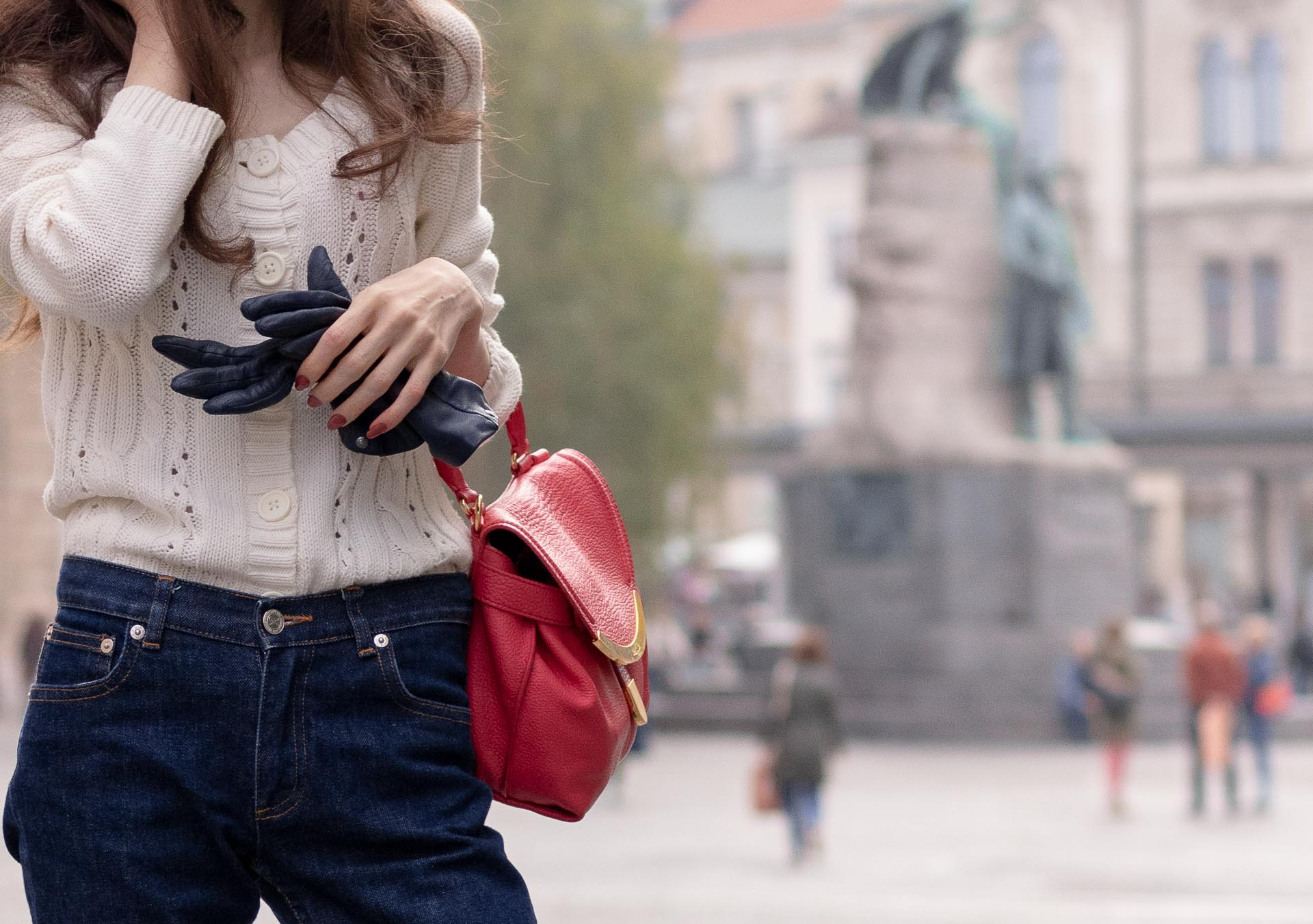 Beautiful Slovenian Fashion Blogger Veronika Lipar of Brunette from Wall dressed in white Mango cardigan tucked into dark blue denim jeans from a.p.c., blue leather gloves, pink top handle bag
