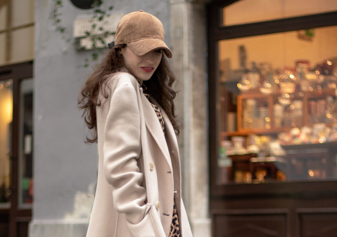 Must follow Slovenian Fashion Blogger Veronika Lipar of Brunette from Wall Street dressed in brown Rag & Bone baseball cap, Weekend Max Mara coat