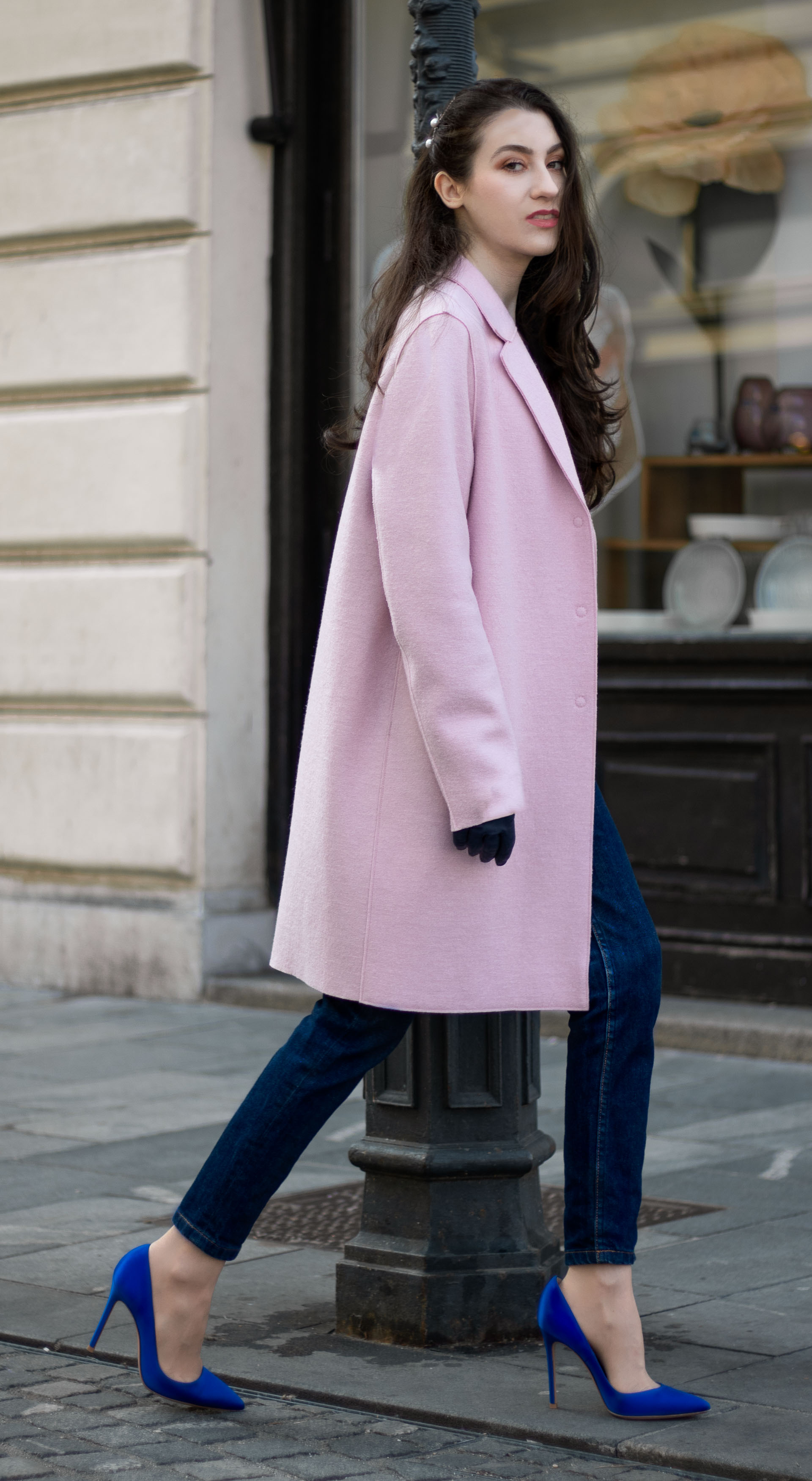 Must follow Fashion Blogger Veronika Lipar of Brunette from Wall Street wearing oversize pink Harris Wharf London coat A.P.C. Paris dark blue denim jeans Gianvito Rossi blue pumps black top handle bag Forzieri blue leather gloves pearl hairpin walking down the street