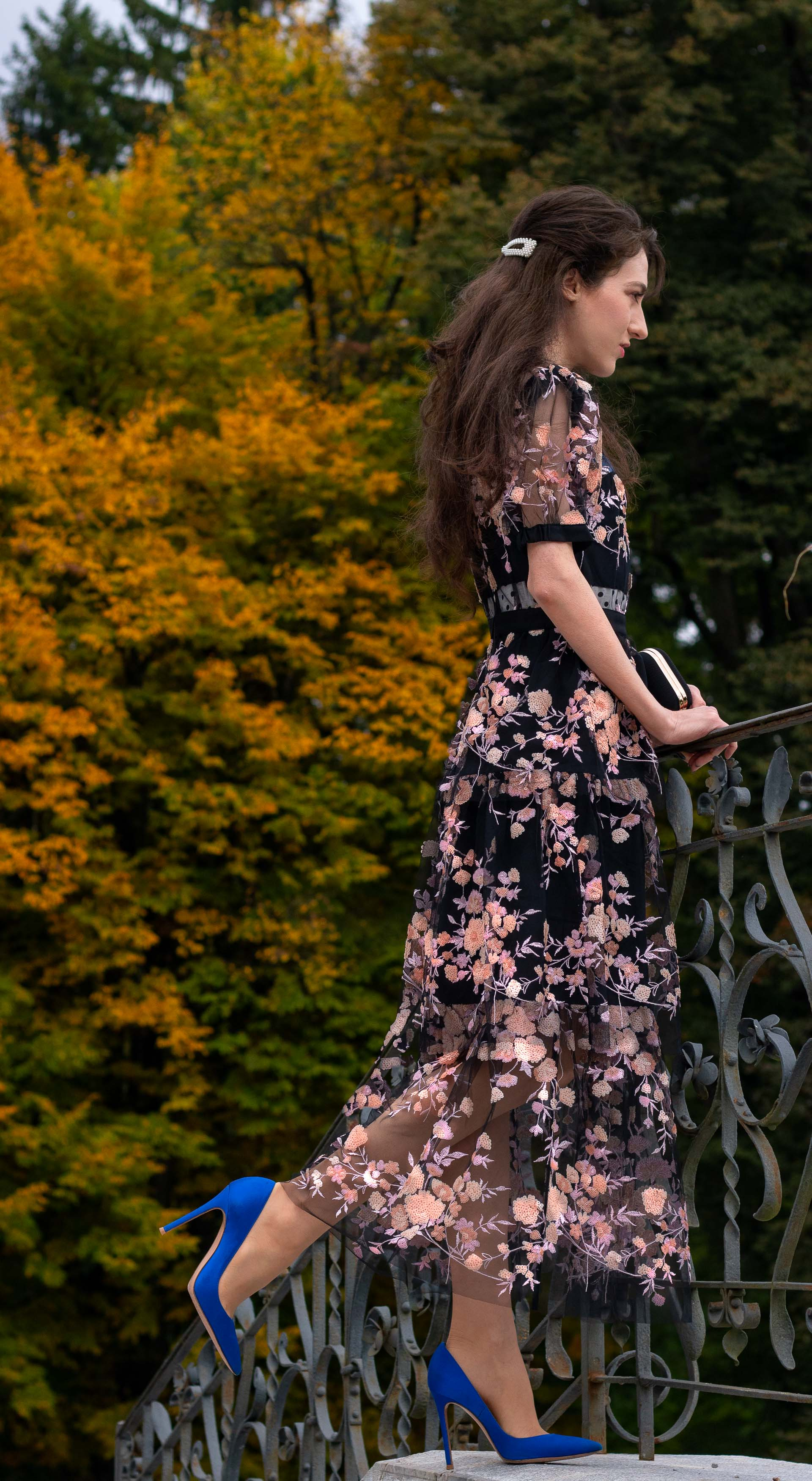 Fashion blogger Veronika Lipar of Brunette from Wall Street wearing Self Portrait black floral midi dress Gianvito Rossi blue pumps for black tie wedding party