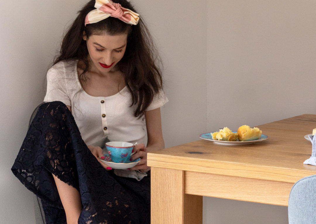 Fashion blogger Veronika Lipar of Brunette from Wall Street wearing H&M white top black lace midi skirt Benoît Missolin Eugenie bow headband for brunch at home